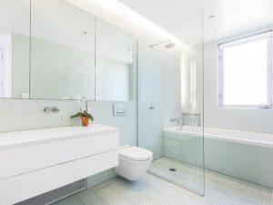 Строеж - стъклени прегради, баня, опасност
