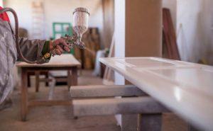 Кой е най-подходящият лак за мебели